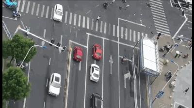 常州奔驰连撞多车事故原因在查 行车记录仪拍下惊魂一瞬!