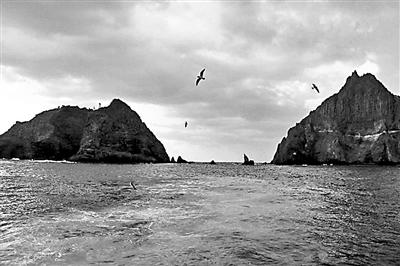 韩国找到在独岛附近坠海直升机 7人中3人确认遇难