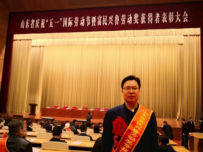 """""""富民兴鲁劳动奖章""""获得者、山东省实验中学副校长林宝磊:成人达已 与校一心"""