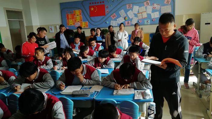 济南高新区黄金谷学校举行家长会