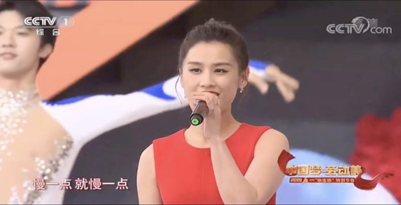 """央视""""再走长征路""""黄圣依首次挑战""""讲解员""""致敬红军"""