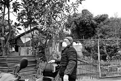 老人为疫区捐款1万元:汶川地震时很多人帮过我们四川人