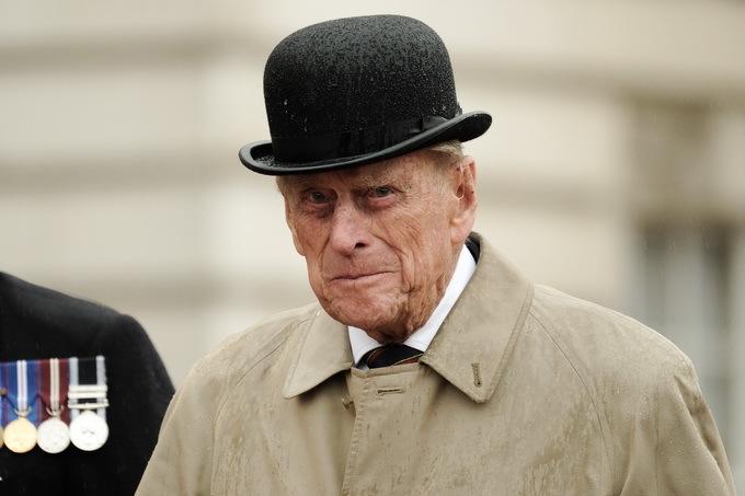 阳光刺眼惹祸?英国女王老公终于道歉!亲王道歉信曝光 网友:此前发生了什么?