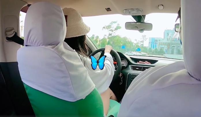 """新手司机上路了!吴宣仪晒开车照在线问粉丝""""要上车吗"""""""
