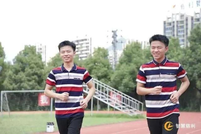 【寒门学子】湖南双胞胎分别被清北录取 学习小秘诀竟是我们孩子戒不掉的