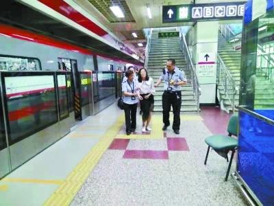 太闷热!北京地铁四惠站一上午晕倒10人
