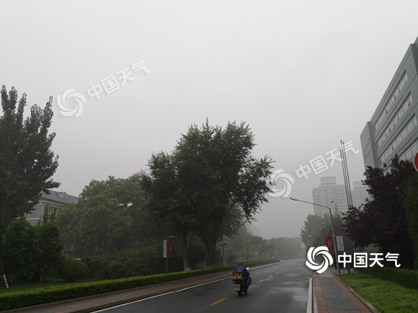 """出门带伞!北京12日雷雨""""打卡"""" 雷电黄色预警生效中"""