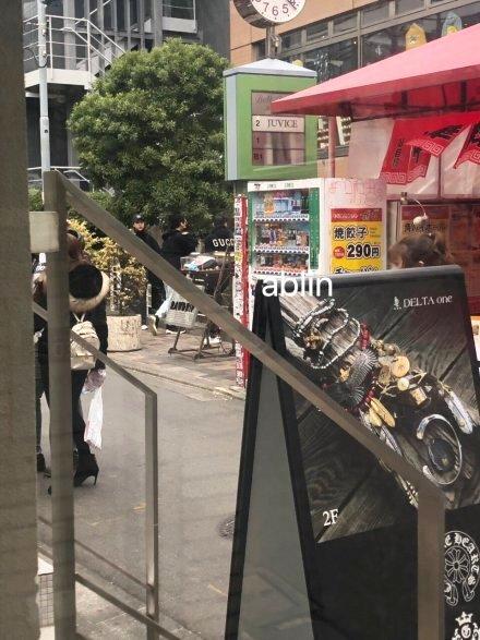 王思聪李易峰相陪逛街,继上演捏脸杀后又同游日本,这是什么情况