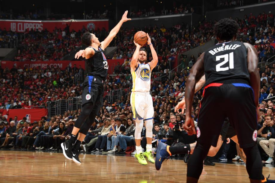 NBA季后赛:勇士113-105击沉快船夺赛点