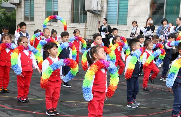 快乐早操动起来  健康活力秀风采 ――济南市历下区第一实验幼儿园春季早操展示活动