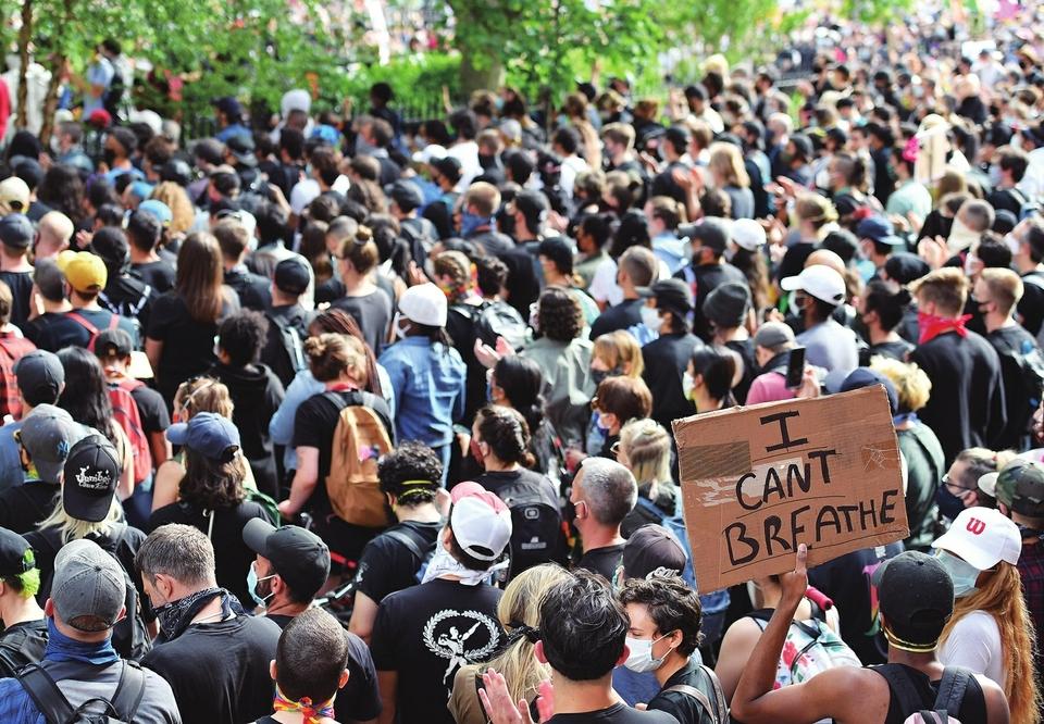 美国多地继续抗议警察暴力执法
