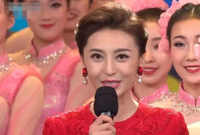 2020春晚主持人大换血阵容大胆 佟丽娅眉毛抢眼
