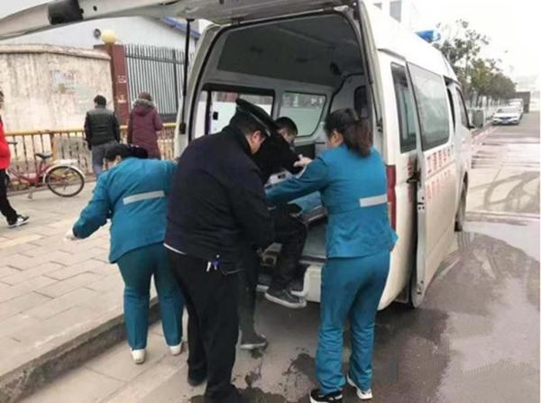 陕西汉中17岁学生酒后掉进水渠 冷水里泡2小时后获救