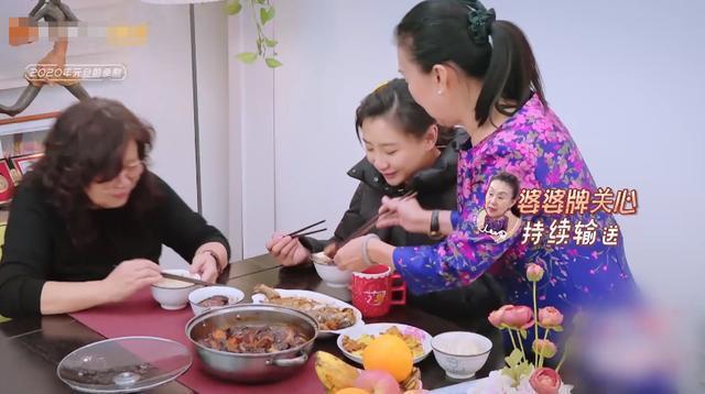 何雯娜被婆婆逼着吃饭,难以下咽后吐了…向老公抱怨委屈到哭