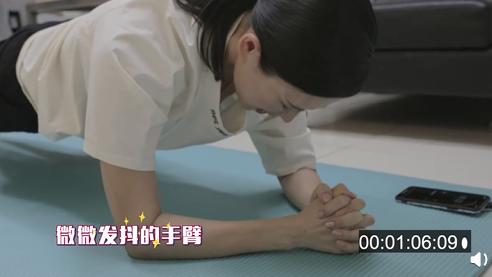 章子怡疑似怀三胎?!腹部隆起明显,走路还扶腰
