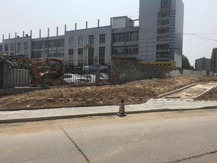 【啄木鸟在行动】高墙王小区附近渣土裸露未覆盖