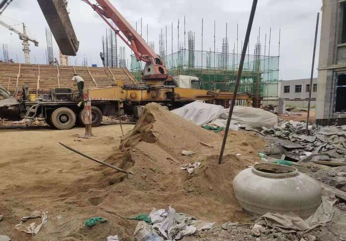 【啄木鸟在行动】莱芜机械工程中等专业学校建设项目施工现场扬尘治理不 到位