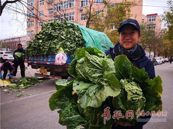 """青岛发布""""白菜地图"""" 一车菜1.3万斤,一天卖精光"""