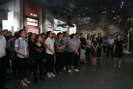 大峰山下追忆先烈 制锦市街道开展红色教育活动