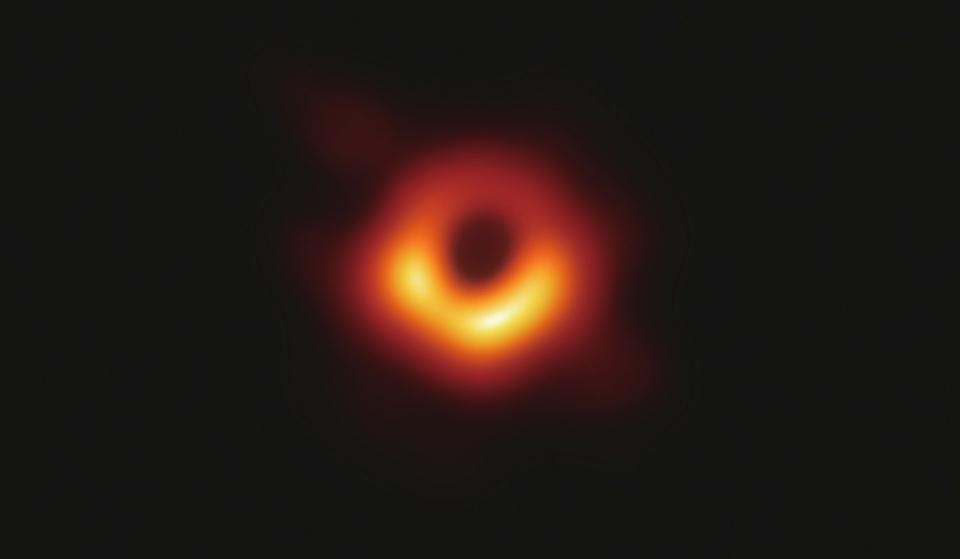 看黑洞的照片看饿了这真的不是甜甜圈吗