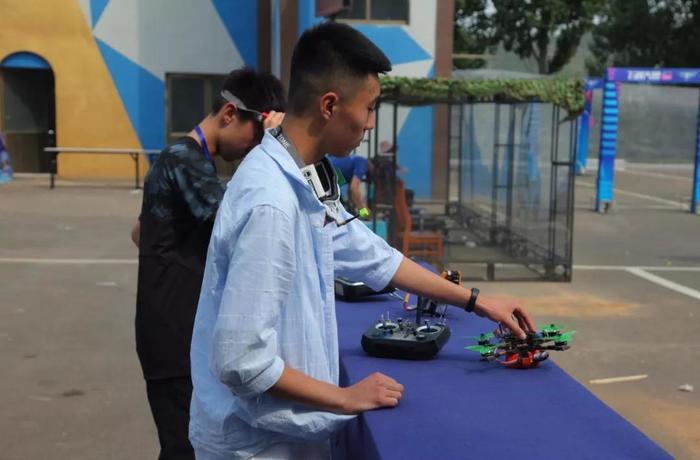 程虹教授出來吃飯:峽谷之巔逐夢藍天 2019山東省遙控航空模型飛行大會啟幕