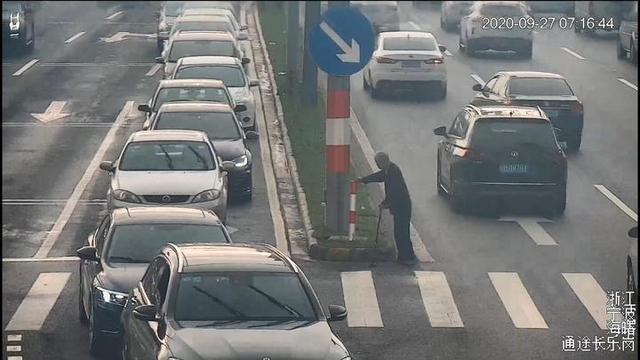 绿灯为过马路老人多亮了97秒 具体发生了什么?