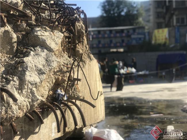 """昆明一地标建筑停工2年 在建五星级酒店变""""养鸡场"""""""