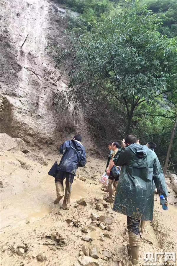 四川雅安特大暴雨灾害致98812人受灾 抢险救灾有序进行