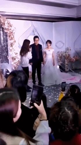 林允回老家参加哥哥的婚礼,她的穿着打扮让人无话可说!
