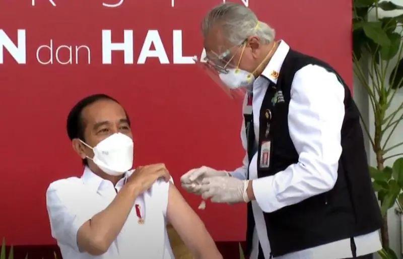 今天,总统带头接种中国疫苗