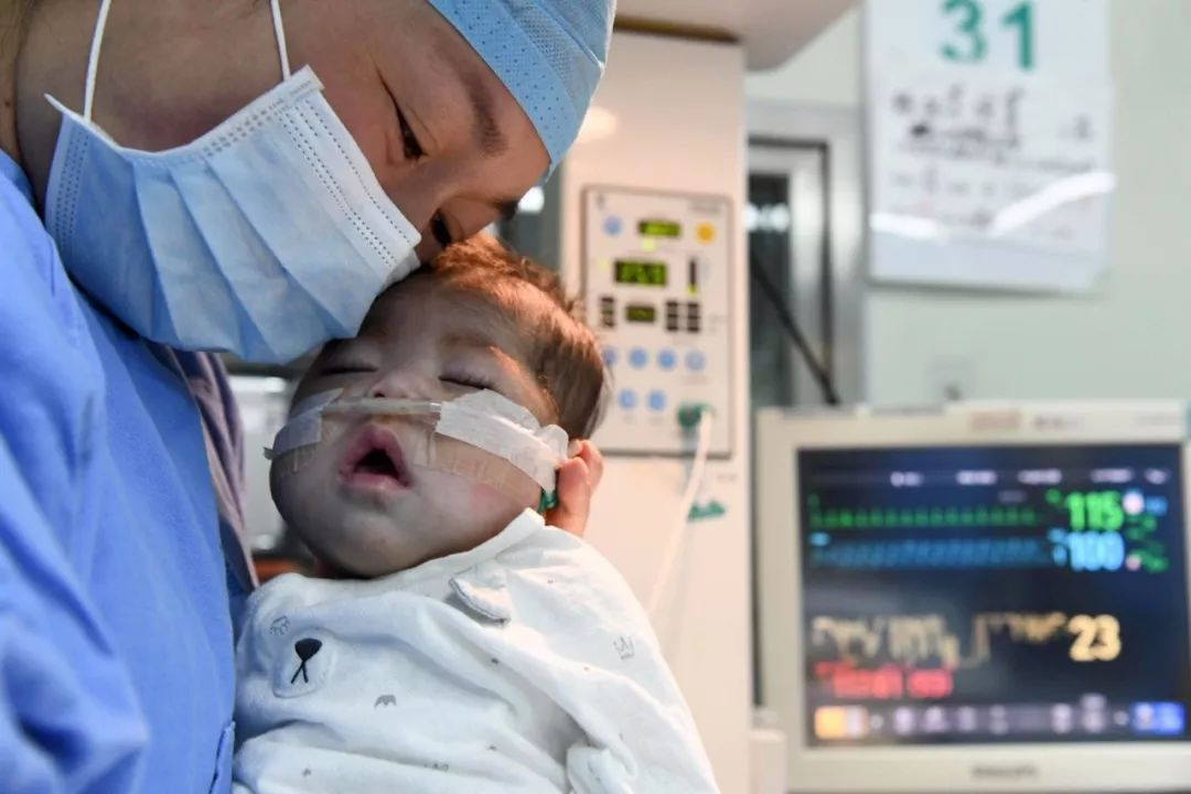 66天大女婴换上4岁男童心脏,创造的纪录令人泪朦胧