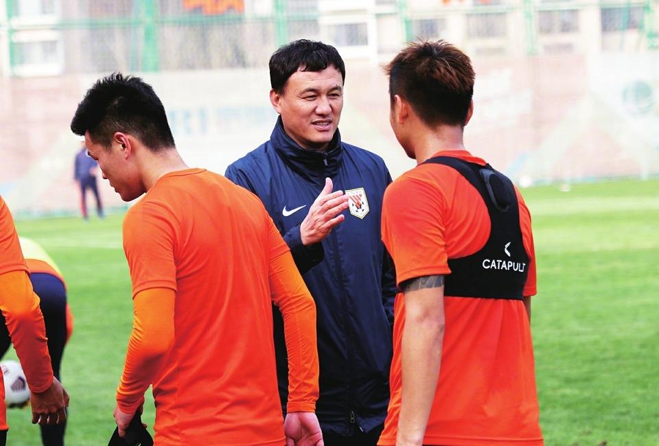 """泰山队今日奔赴上海集训 冲刺新赛季,郝伟需要留""""后手"""""""