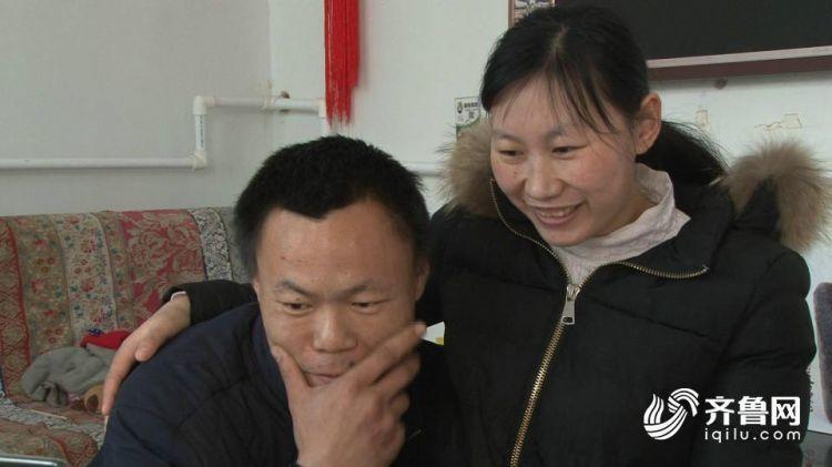 感动!他背瘫痪妻子登上泰山 圆十年日出梦