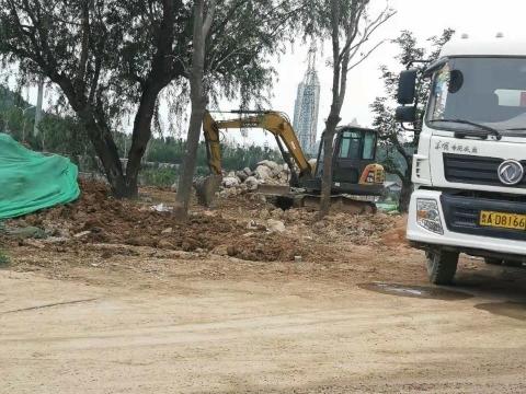 【啄木鸟在行动】长清区文昌街道大学路附近一工地渣土裸漏