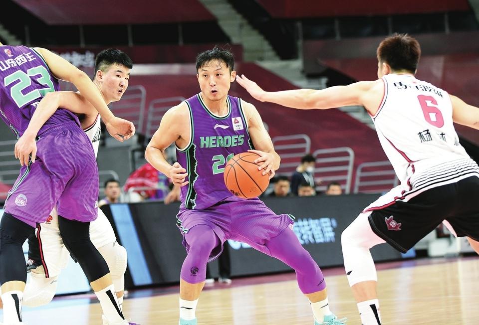 三大内线全被罚下 加时赛依然险胜深圳 山东男篮带着胜利去青岛