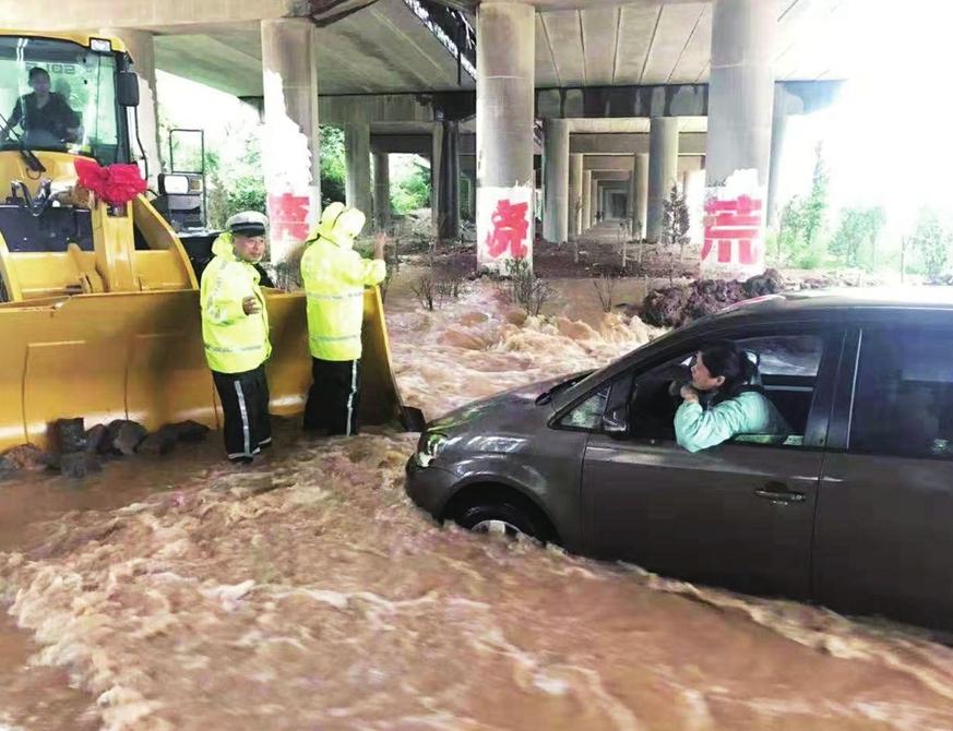 济南:南部山区提醒游客注意旅游安全