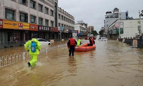 预警升级!中国气象局连发三个预警 全国暴雨预警创近10年连发天数新纪录