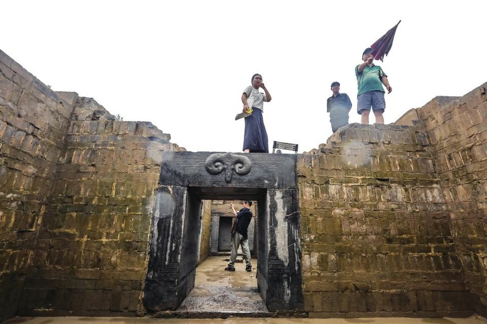 """济南最大汉画像石墓出土 规模相当于""""四室四厅""""双甬道"""