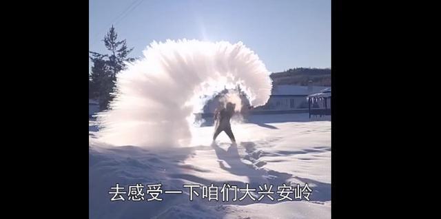 东北人的快乐!漠河男子用500块冰搭冰屋吃火锅,网友羡慕:想去体验