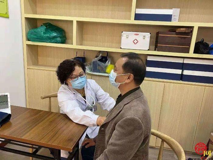"""冲在抗疫一线 槐荫区西客站新冠病毒疫苗临时接种点的""""五朵金花"""""""
