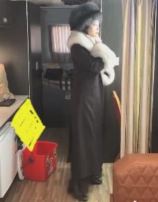 明星的钱也不好挣!31岁女星冬天拍戏,裙子里穿3层秋裤