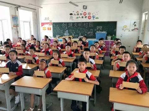 """""""防疫大礼包""""、""""拼手气红包""""……看天桥区高王小学的开学""""第一课"""""""