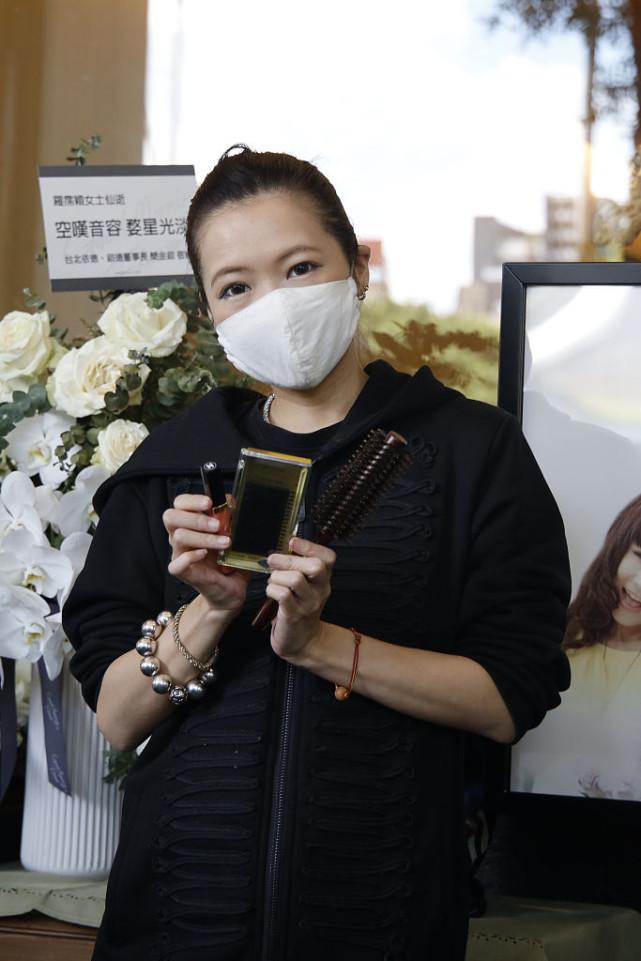 告别式前日Makiyo低调亮相 为罗霈颖化妆望其美到最后一刻