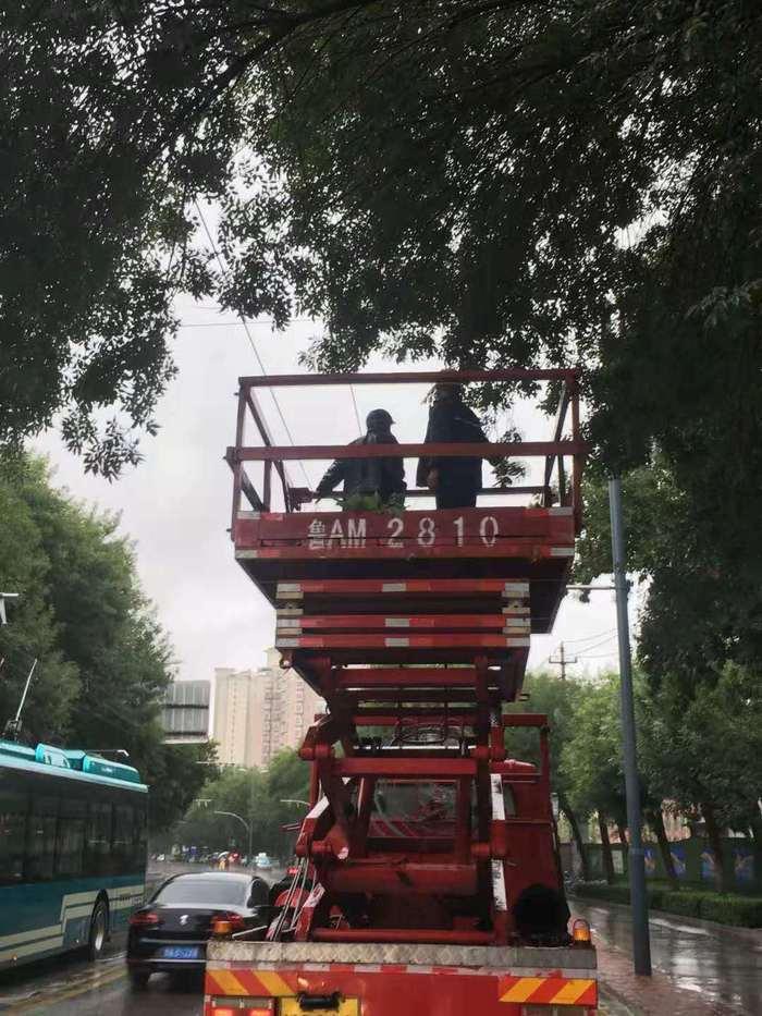 """迎战""""利奇马""""!济南公交""""逆水而行""""保障市民乘客顺畅出行"""