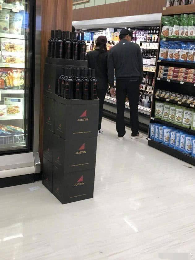 实锤!玄彬孙艺珍恋情坐实 二人洛杉矶同逛超市被拍到