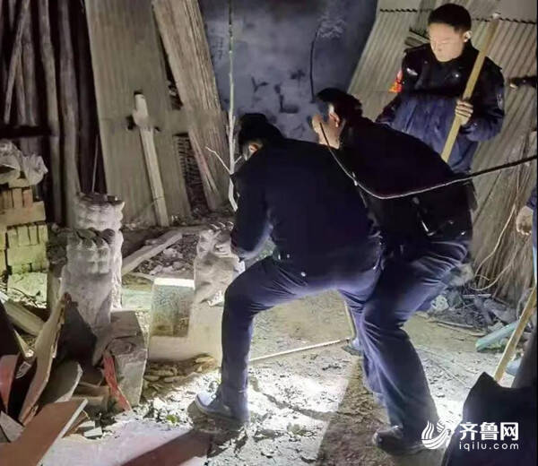 电瓶论斤卖、还偷石狮子 菏泽这俩贼看到住户家没人便翻墙入室盗窃