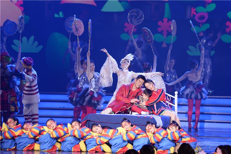 嗯哼来啦!霍思燕、杜江一家三口齐聚北京台春晚