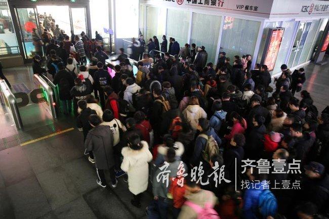 """春节假期结束,88百家乐现金网西站返程客流仍""""坚挺"""""""