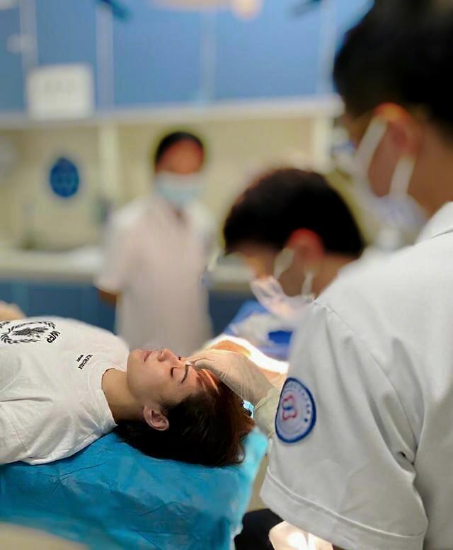 阿娇酒店意外受伤触目惊心,二次手术表面重缝66针