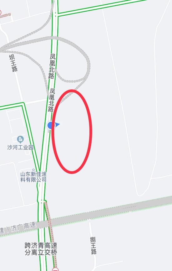 【啄木鸟在行动】凤凰北路东侧跨济青高速分离桥附近有渣土裸露